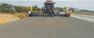 级配、水稳层的抗离析、大宽度(12米)、 超宽度(16米)整体成型摊铺新工艺