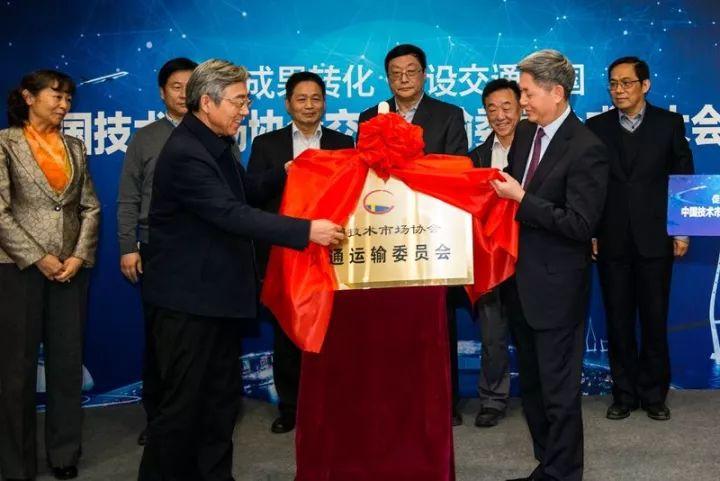 """中大机械被中国技术市场协会授予""""路面抗离析摊铺和路基压实设备研究中心"""""""