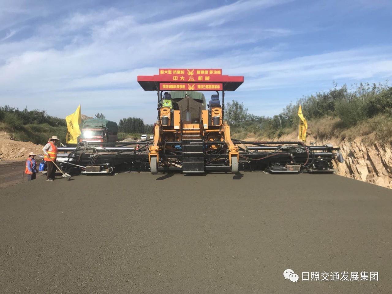 204国道绕城段改建工程成功应用大宽度大厚度摊铺技术
