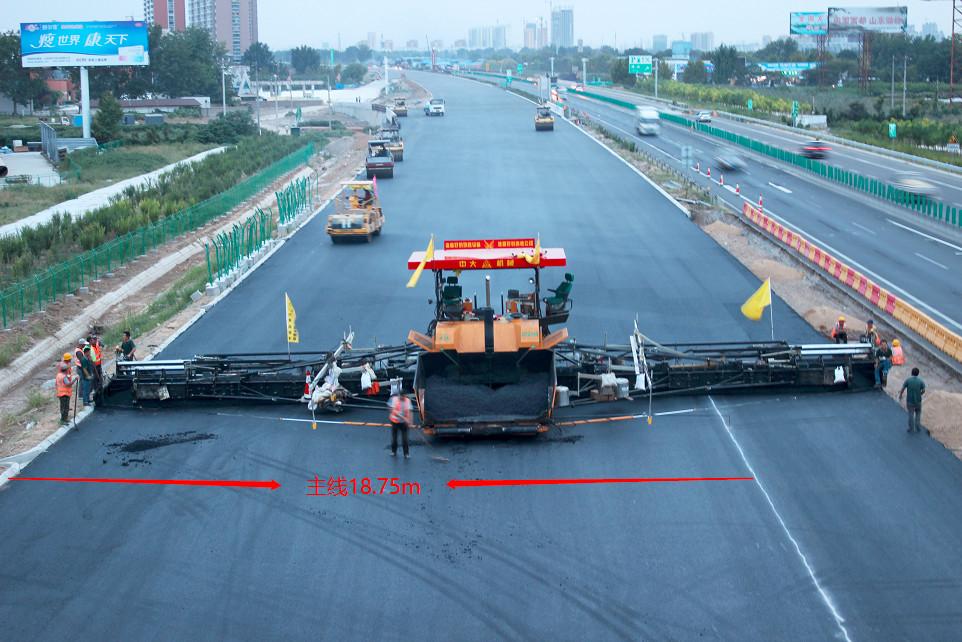 中大Power DT2360济青高速潍坊服务区23.25m到18.75m逐渐减宽摊铺