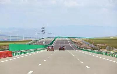 """中企承建的蒙古国首条高速公路竣工移交,当地官员赞叹—— """"我们有了一张崭新的国家名片"""""""